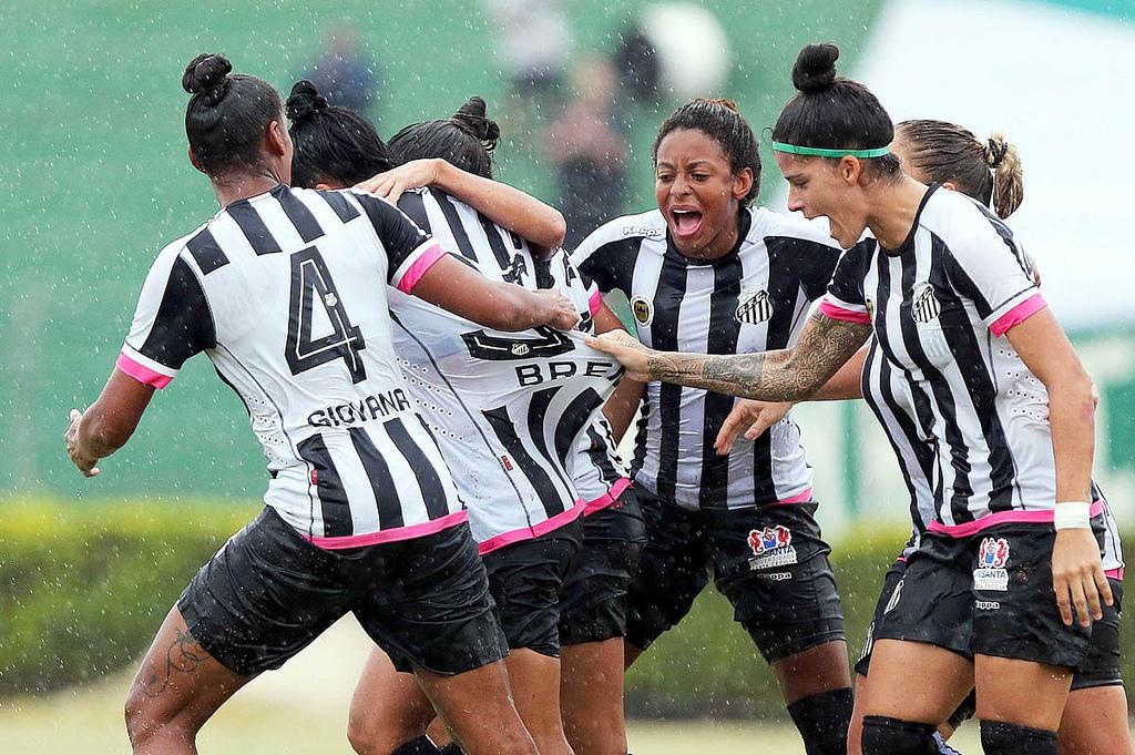 61870aae6c Jogadoras do Santos comemorando o primeiro gol da partida (Foto  Pedro  Ernesto Guerra Azevedo Santos FC)