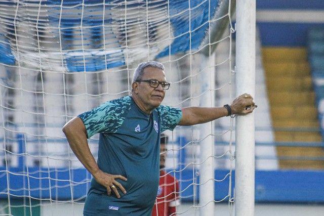 Treinador Hélio dos Anjos comemora vitória fora de casa e já pensa ...